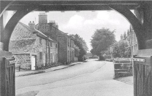 Link to http://archive.hampsthwaite.org.uk/galleries/oldhampsthwaite/Thro%27_Lych_Gate.jpg