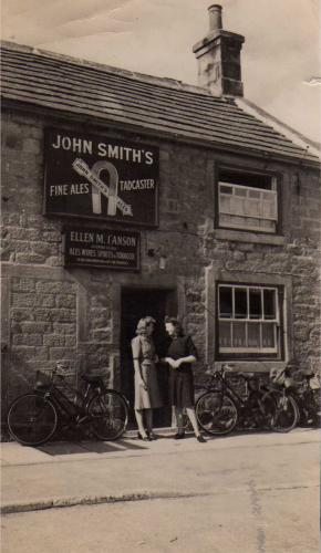 http://archive.hampsthwaite.org.uk/history/images/1000/Joiners1940s2-1000.jpg