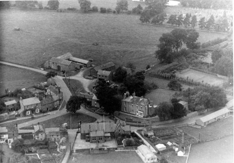 Link to http://archive.hampsthwaite.org.uk/history/images/1000/Greenaerialphoto1000.jpg