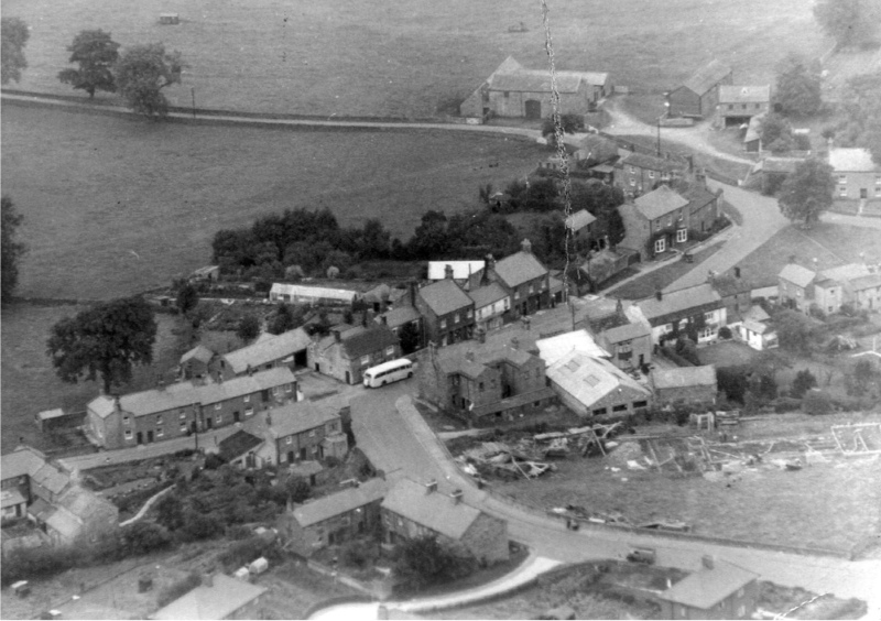 Link to http://archive.hampsthwaite.org.uk/history/images/1000/1952AerialPhoto1000.jpg