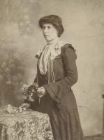 Emily Busfield (1884-1928) (became Breaks through marriage). Mother of Dorothy Vivien Breaks and youngest daughter of William and Sarah Ann Busfield. - click for full size image