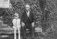 William Busfield (1859-1940) with his great Grandson Maurice Edward Wray (B-1934). - click for full size image